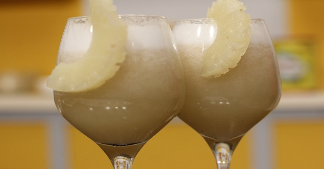 Pineapple Banana Smoothie by Zarnak Sidhwa in Food Diaries