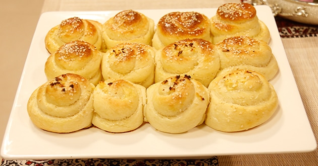 Melt-in-the-Mouth Garlic Rolls