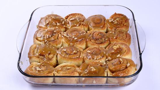 Caramel Cinnamon Rolls Recipe   Lazzat