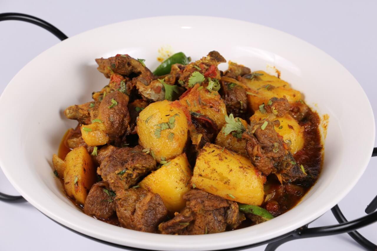 Sabut Masala Aalu Gosht Recipe   Tarka
