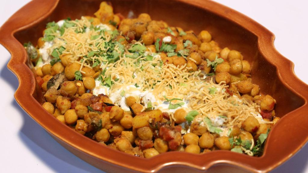Baghare Chana Chaat Recipe | Food Diaries