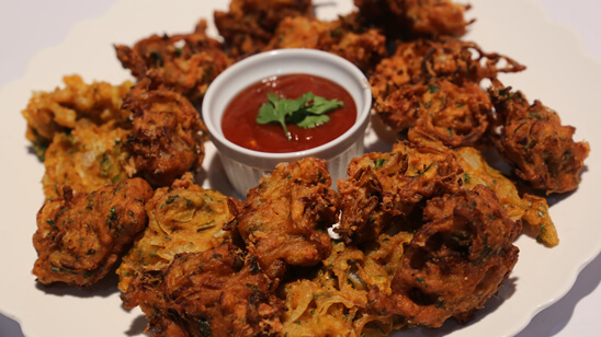 Cheesy Onion Pakoray Recipe | Food Diaries