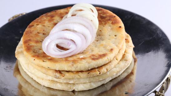 Cheesy Qeema Naan Recipe | Lazzat