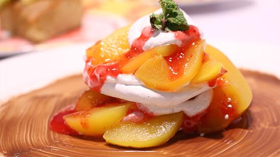 Peach Pavlova Recipe   Lively Weekends