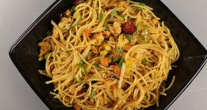 Achaari Qeema Noodles Recipe | Tarka